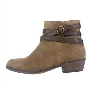 White Mountain Jitter Ankle Booties in Taupe Brown